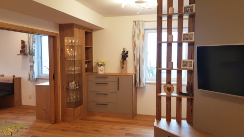 Glasvitrine beleuchtet LED Stauraum Essecke Wohnzimmer Regal Sunwood Schiebetür Fernseher Verbau